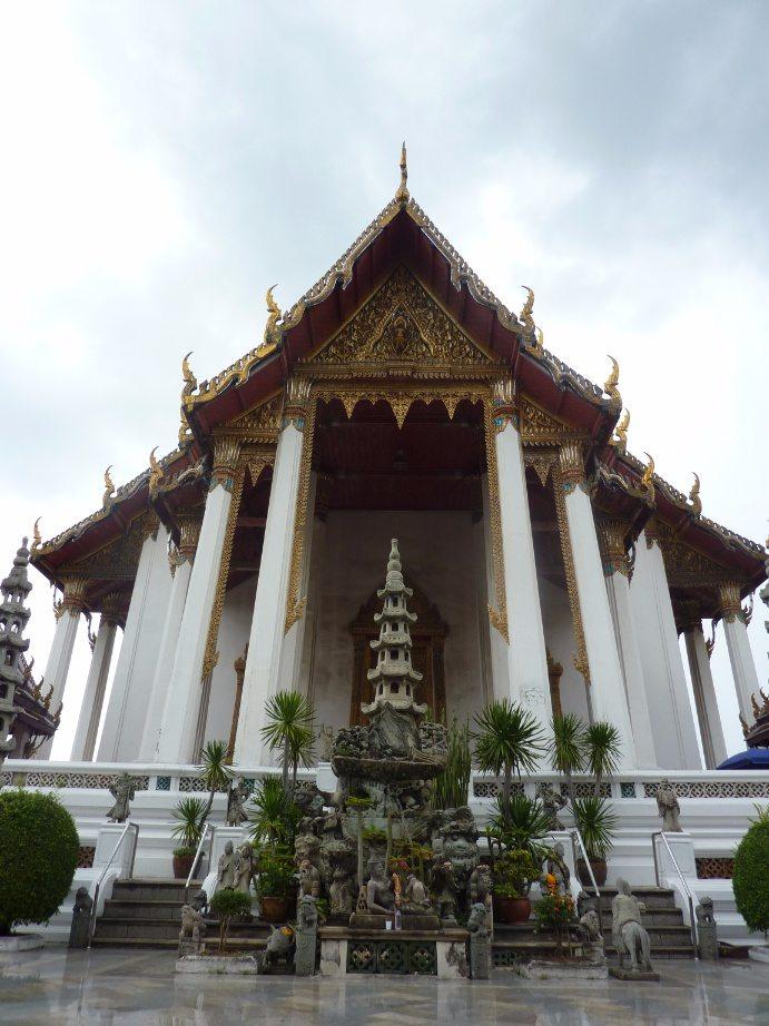 que ver en bangkok Wat Suthata entrada