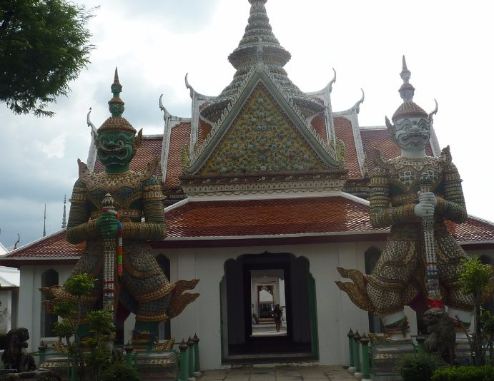 que ver en bangkok wat arun puerta