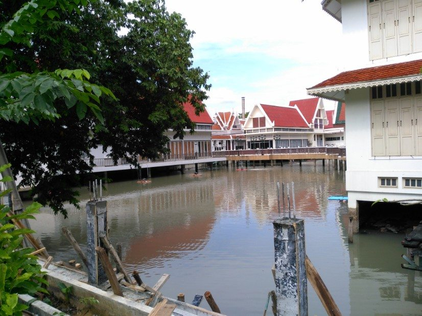 que ver en bangkok Wat Thep Sirin Thrawat crematorio